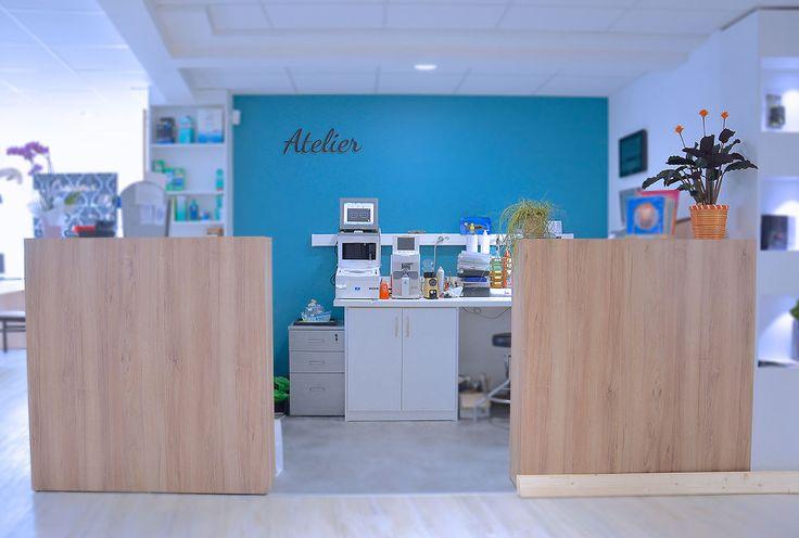 Espace atelier - Agencement du magasin d'optique Optique Chatel (17) par jcda