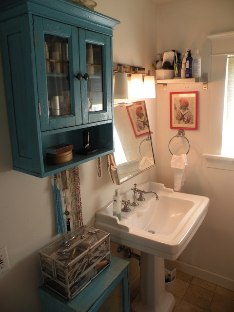 Bathroom colorsHouse Tours, Powder Room, Downstairs Bathroom, Bathroom Colors, Small Bathroom, Master Bathrooms, Bathroom Shelf, Maine Bathroom, Bathroom Shelves