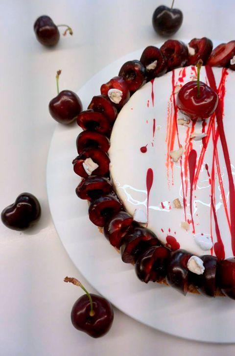 Recette du Fantastik cerise dragée de Christophe Michalak - Dacquoise amande, Confit griotte, et Mousse parfait amande à la pâte d'amande et Amaretto