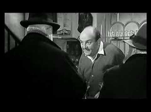 """Archimède le clochard, avec Jean Gabin dans le rôle titre et Bernard Blier qui lui donne la réplique dans cette scène avec un vin """"tonique"""" : """"il est taquin, on s'y ferait vite"""""""