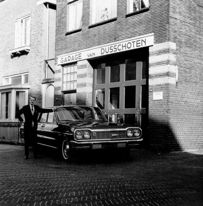 Aan de Bekensteinselaan 46 zat autohandel en autohuuronderneming B. Schutte…