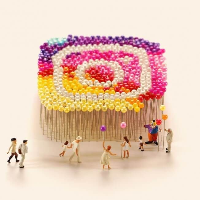 instagram creative art, new logo recreated with flowers - nieuwe instagram logo #instagram #logo #creative #art #pushpins #miniature #photography