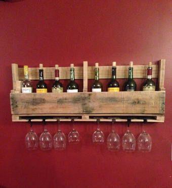 DIY palette : une étagère type bistrit pour ranger ses verres et bouteilles à vin.