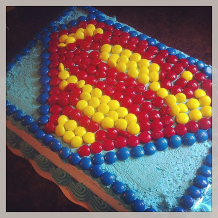Use M's to create Superman birthday cake!