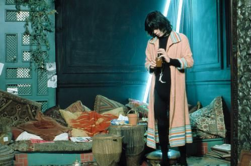 Mick Jagger in Performance, Donald Cammell, Nicolas Roeg, 1970. Every room is gypset.