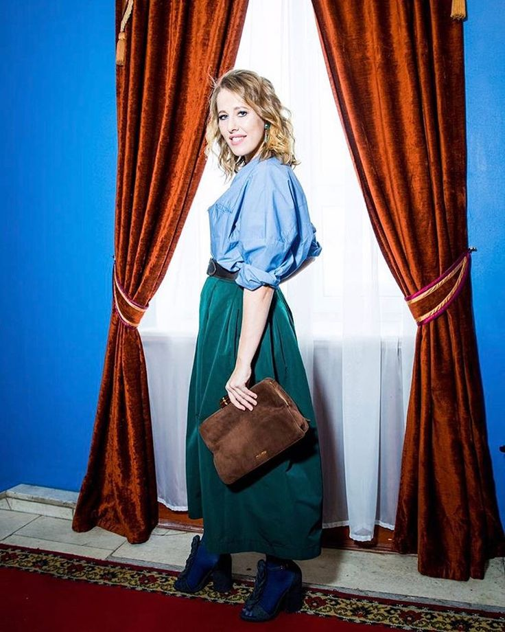 "52.2 тис. вподобань, 499 коментарів – Ксения Собчак (@xenia_sobchak) в Instagram: «В ожидании ""Травиаты"" Уилсона  Wearing #VikaGazinskaya  shirt, #Rochas skirt and #marni bag and…»"