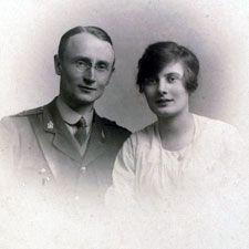 Photograph of Iris Murdoch's parents http://fass.kingston.ac.uk/research/iris-murdoch/biography/