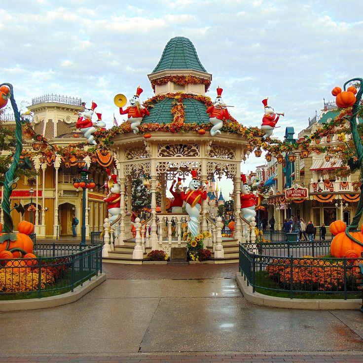 Disneyland Paris Halloween spooktacular season!