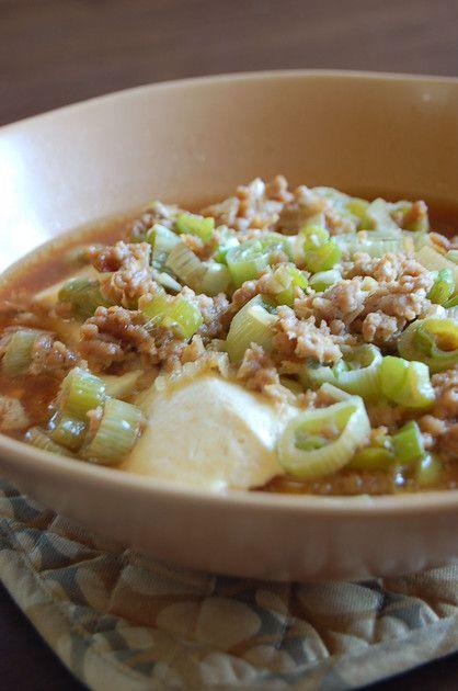 包丁いらずお鍋いらずのスピードおかず。  オイスターソースのコクが加わって、あっさりお豆腐が美味しくなります。