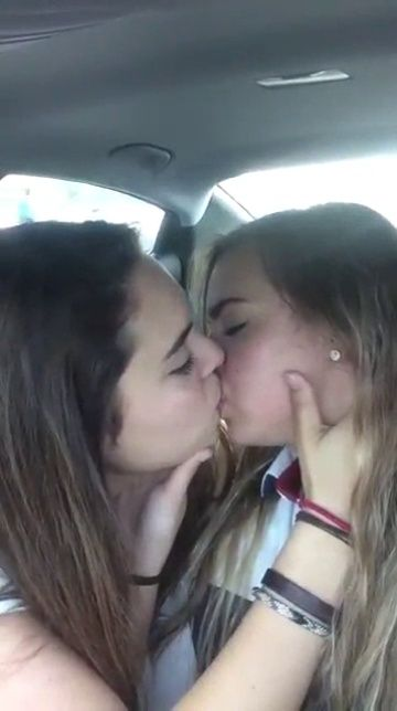 Really hot girls kissing