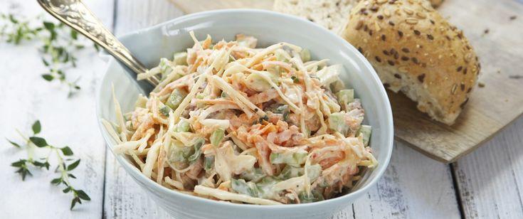 Coleslaw er en genial måte å bruke hodekål på. En fantastisk salat med masse fiber som passer til det meste.