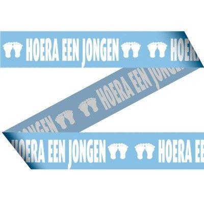 15 meter lang babyblauw afzetlint. Bedrukt met de tekst Hoera een Jongen.