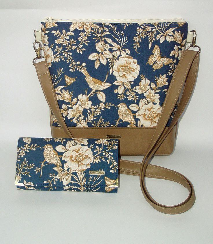 Folklórní...+Elegantní+design+této+kabelky+je+daný+barevností+i+tvarem.+Kabelka+je+vyrobena+z+bavlněné+metráže,+doplněnékvalitní+koženkou.+Ucho+tašky+je+nastavitelné.+Vnitřní+prostor+je+vypodšívkovaný+a+doplněný+o+kapsy+na+potřebné+drobnosti.+Šířka27+cm,+výška24+cm.+Šířka+dna+je4+cm.+Materiál:+koženkaa+textilie.+Velikost+kabelky+na+panně+o...