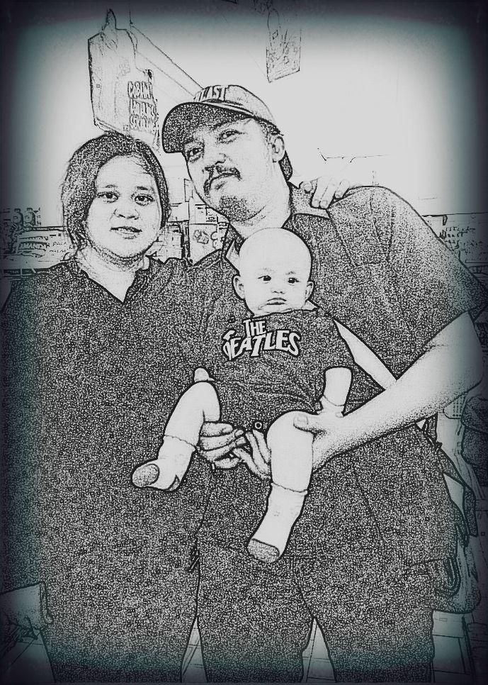 Happy family....bunda Nindya...Raquella...Ayah Reza...