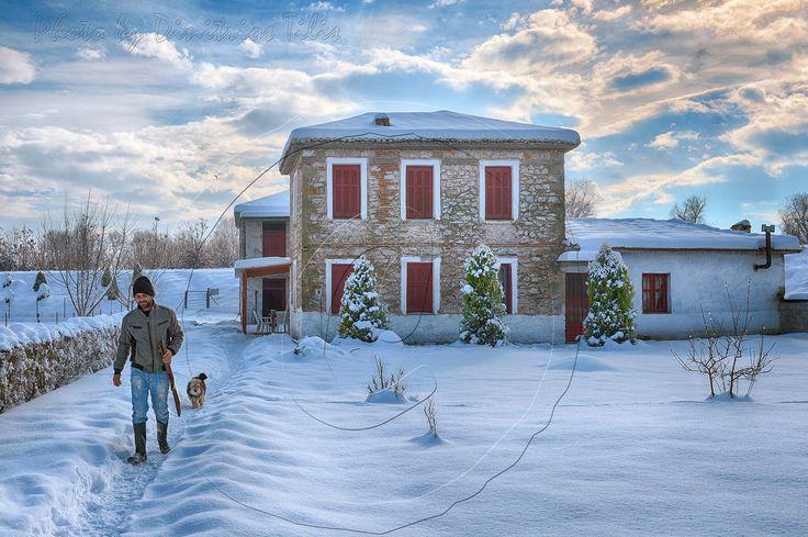 Dimitil posted a photo:  Εκτός απ'το…χιονορεπορτάζ το οποίο εδώ και καιρό μου είχε ζητήσει ο φίλος Stavros Hios σκέφτηκα να κάνω και ένα μικρό αφιέρωμα στο κονάκι του χωριού μας.  Το κονάκι του Πελέκη ή της Νομής ,του χωριού,δηλαδή,στο οποίο διαμένω τα τελευταία 20 περίπου χρόνια είναι ένα από τα ελάχιστα εναπομείναντα δείγματα τσιφλικόσπιτου του νομού Τρικάλων.Έτος ανεγέρσεώς του αναφέρεται σε σχετική επιγραφή το 1884 και αποτελεί ιδιοκτησία του Ιωάννη Πελέκη(εν ζωή) με του οποίου την…