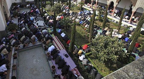 Pháp đóng cửa 20 nhà thờ Hồi giáo từ tháng 12  http://baotinnhanh.vn/phap-dong-cua-20-nha-tho-hoi-giao-tu-thang-12-406984.htm