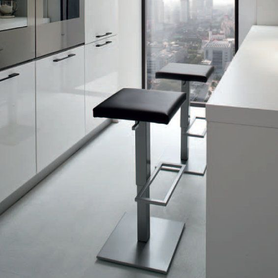 PlanoAir  This stool is amanzingly elegant. It looks great in a modernly-furnished kitchen as well as in an office or a coffee shop. The contemporary design is unique and stands out. A part from the great design, is also very comfortable and reliable.