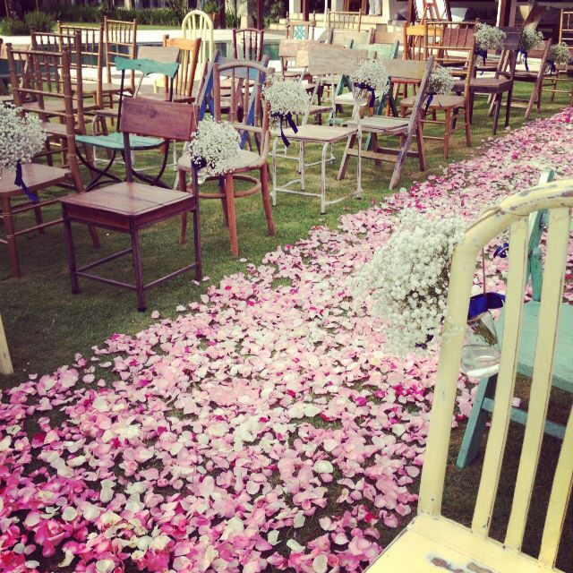 Ecletic chairs for a vintage-themed wedding