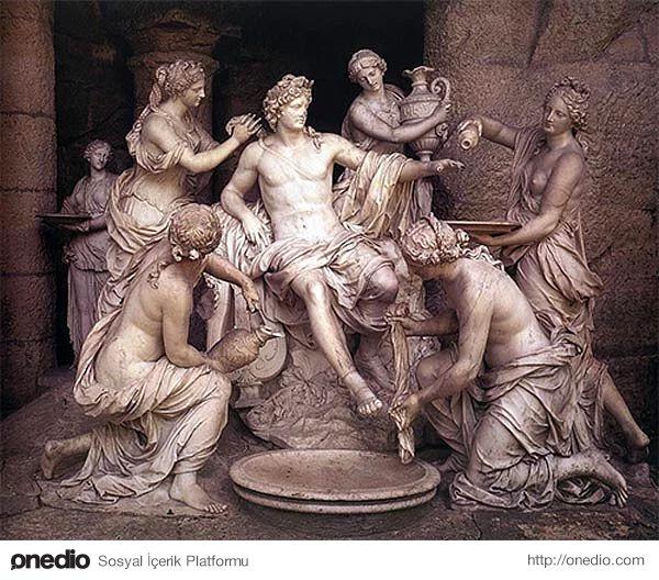 Apollon (Yunan Mitolojisi) - Yunan Mitolojisinde kehanetin ve müziğin tanrısı olarak bilinir.