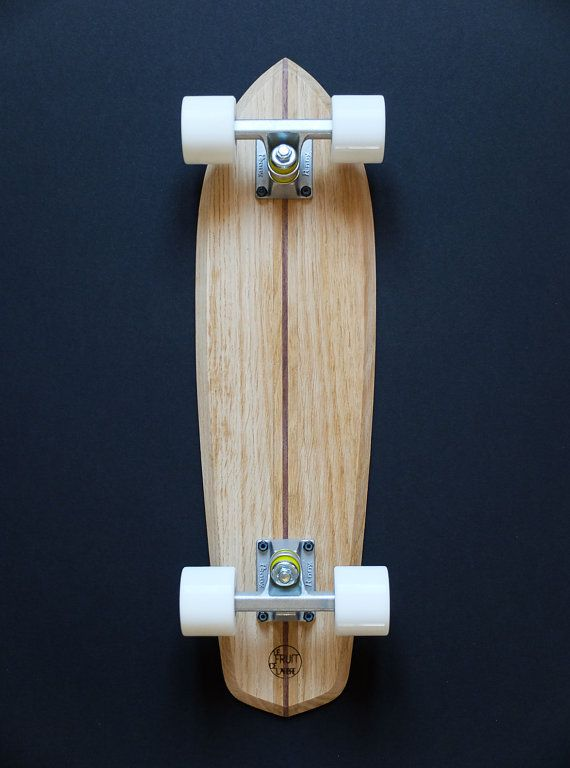 This cruiser is handmade with love in Quimper, Brittany (France). Made out of plain oak with an american walnut center inlay. It i built a bit