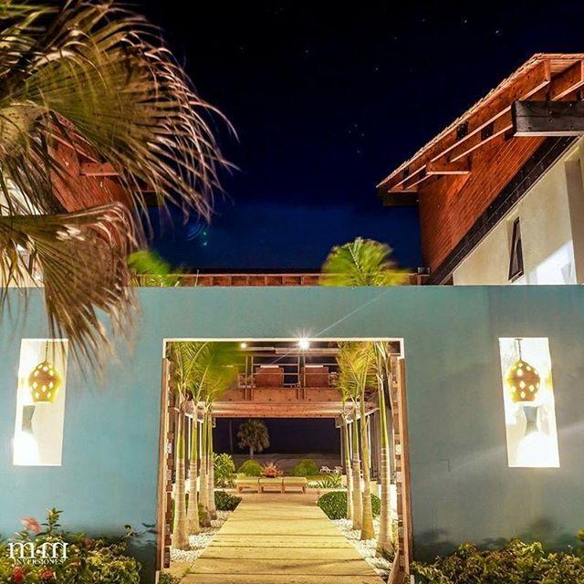 Localizada a lo largo del 3er hoyo del Campo de Golf de Punta Espada, esta espectacular villa cuenta con 6 habitaciones y vistas de #180grados al campo de golf y al mar caribe, además de un relajante #jacuzzi y una impresionate decoración de interiores, ideal para los que disfrutan del lujo y el buen gusto. #149puntamajaua Precio: $ 4.800.000 Más información: +1(809)7072099 #luxury #instadaily #instagood #picoftheday #horse #paarden #photography #place #realestate #realtor #realtorlife…