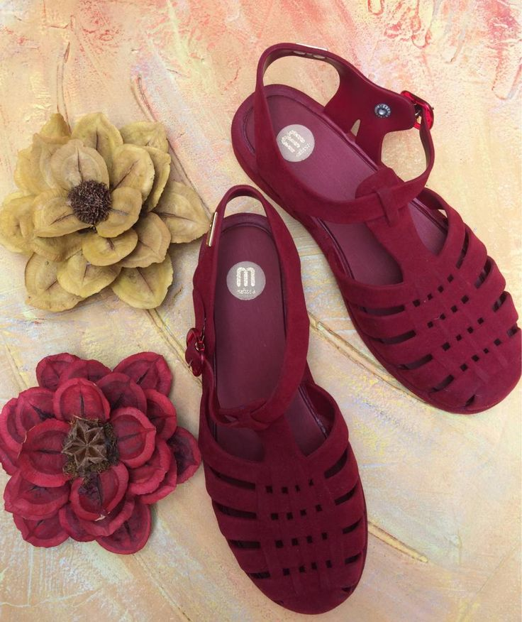 Not exactly jelly sandals but these are so pretty and cute!