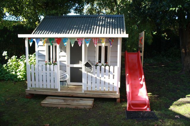 Cubby house with slide, i want this for my kids
