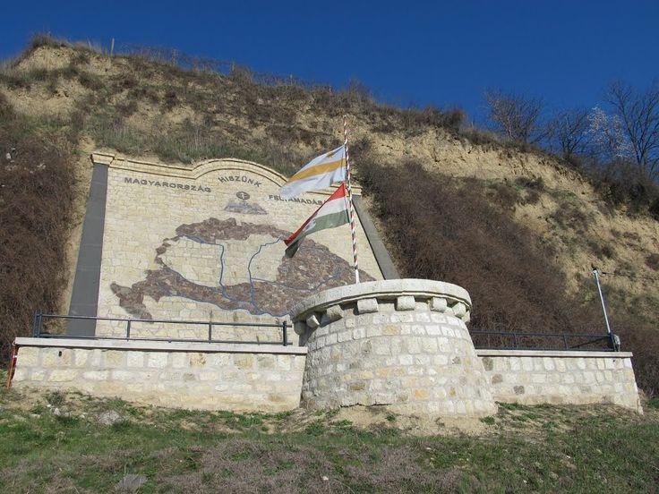 Tokaj Trianon-emlékmű 2010