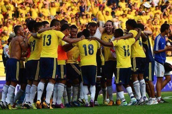 #Colombia logró la hazaña, consiguió la clasificación al Mundial de #Brasil2014. Empato con #Chile 3x3 en #Barranquilla Grandes...
