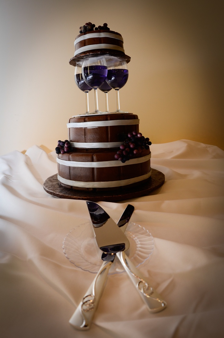 Incredible #wine #wedding cake!  Not ours but a great idea, don't you think?
