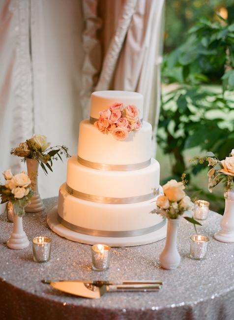 99% sure this is what i will have my cake table look like.  although I think i'll have khaki linens... hm