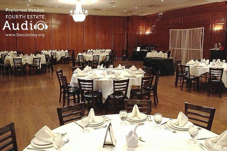 The Bellagio Room at Maggiano's in Schaumburg, all dressed up for a wedding reception. http://www.discjockey.org/maggianos-schaumburg/ #MaggianosSchaumburg