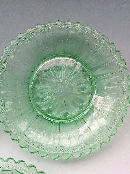 明治大正プレスガラス、色被せ硝子、型押しガラス、ウラン、meiji-period Japan