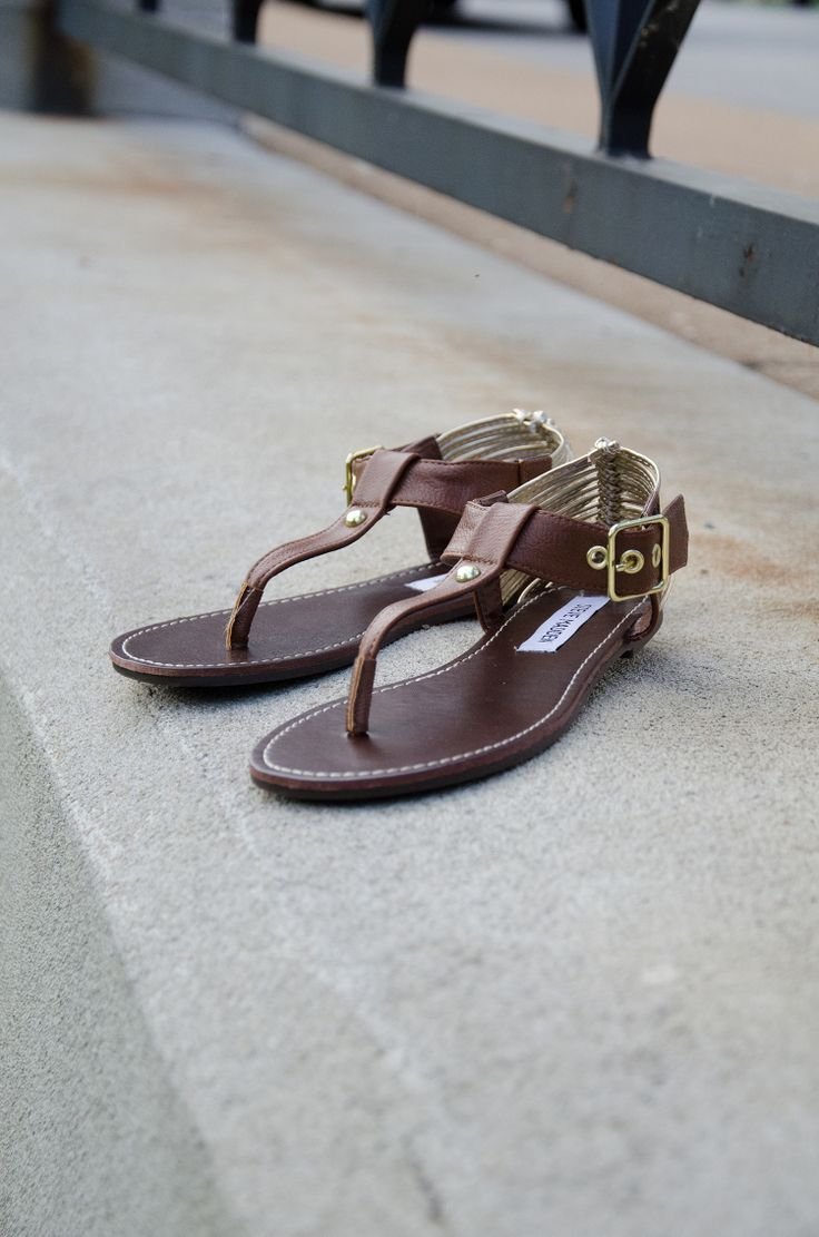 Steve Madden RANEY #sandals pair perfectly with your boho chic outfits.  #famousfootwear #