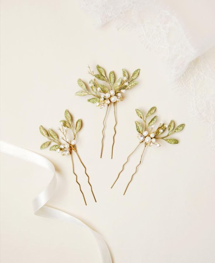 Olive leaf hair pins | Elibre handmade, wedding hair accessories and jewelry for brides. Handmade in Italy and ship worldwide. Shop on www.elibrehandmade.com