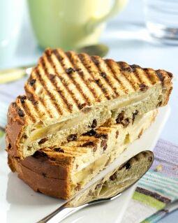 Rozijnenbroodtosti met banaan: 2 sneetjes rozijnenbrood 2 eetlepels verse roomkaas (light) 4 theelepels vloeibare honing 1/2 banaan, in plakjes