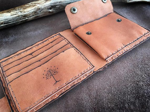 Genuine leather wallet in natural color. The design was burned with pyrographer and painted with special indelible leather colors. The wallet can be customized as you wish. Please contact me for costumisation If you like Lord of the Rings, Vintage maps, Adventure, Fantasy...This wallet