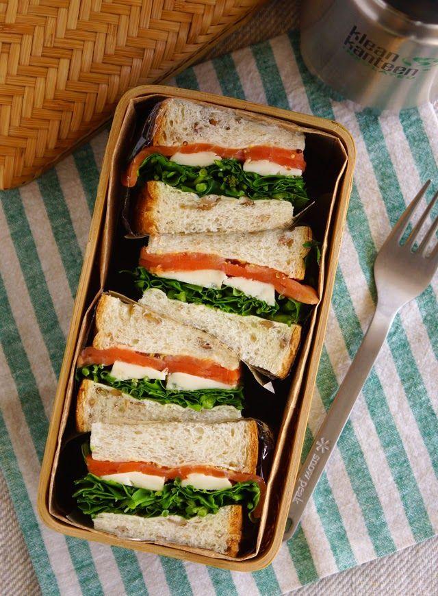 スモークサーモンとゴルゴンゾーラのサンドウィッチ弁当、moked salmon and Gorgonzola cheese sandwich bento