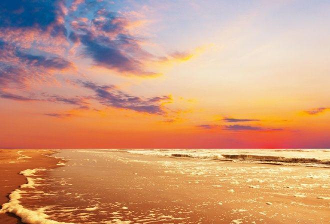 золотистые волны, песчаный пляж, розовый рассвет