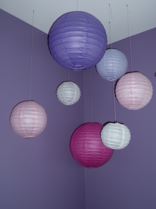 Paper lantern - easy, cheap  decor... SHOULD USE FISHING LINE TO HANG THO.. CUTE IDEA