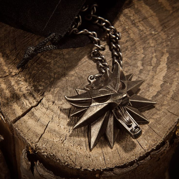 The Witcher Official Store : The Witcher 3: Wild Hunt Medallion and Chain