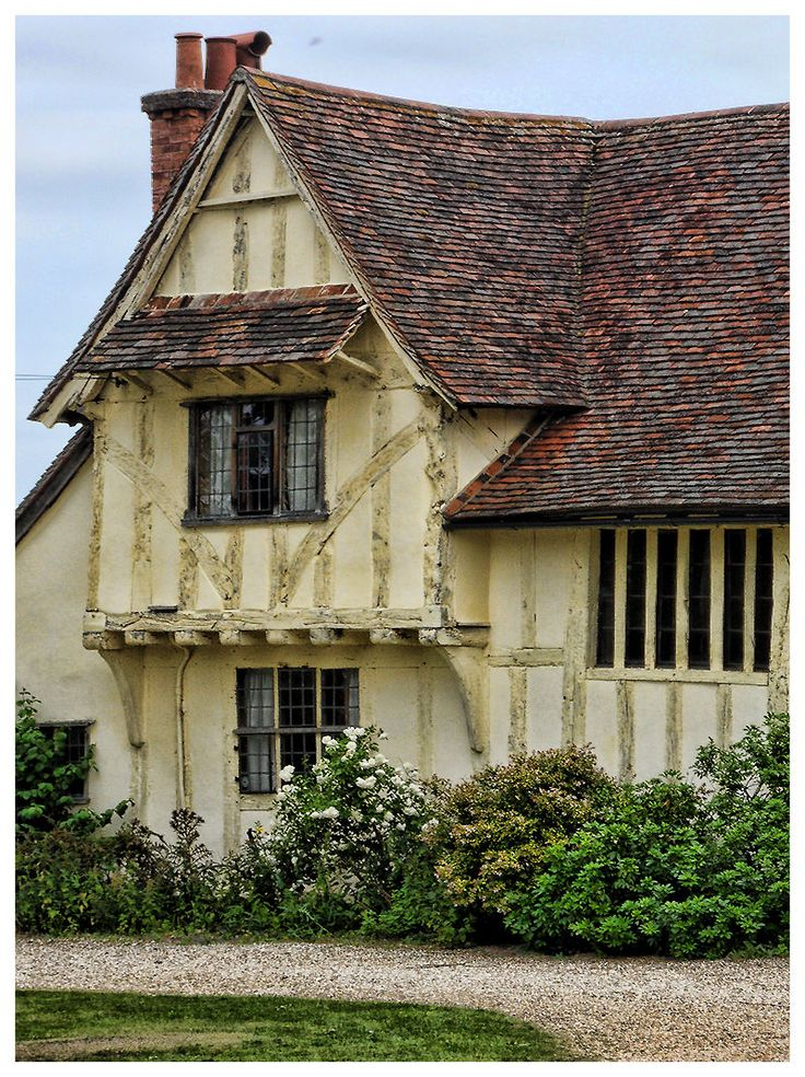 396 best english cottages images on pinterest for Small tudor homes