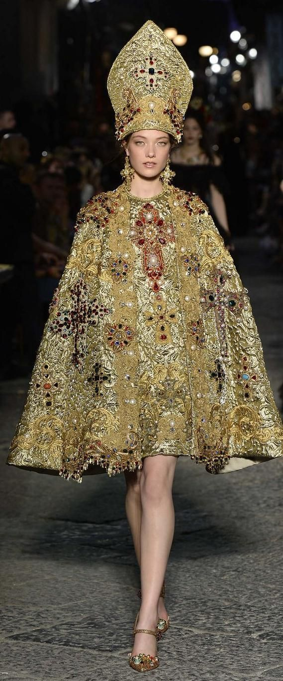 Dolce and Gabbana Alta Moda Fall 2016 couture | www.bocadolobo.com/ #luxurybrands #luxurylifestyle #exclusive