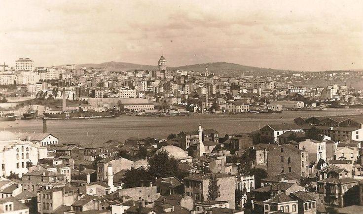 Cibali Taraflarından Galata ve Haliç Fotoğrafa dikkat edilirse Unkapanı Köprüsü yok. 1936 yılında bir fırtınada köprünün yıkıldığını biliyoruz. 1940 yılında yeni köprü yapıldığına göre bu aradaki bir dönemden.