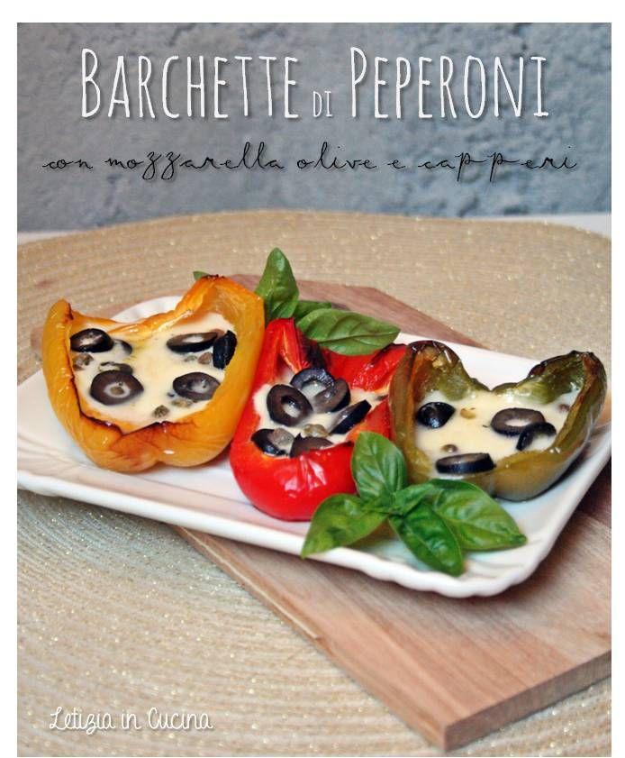 Barchette di peperoni con mozzarella, olive e capperi