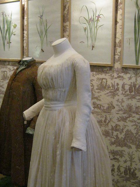 Chemise a la Reine Gown ca 1785-1789  [Side View]  Musée de la Toile de Jouy   Discovered via Costumière hystérique