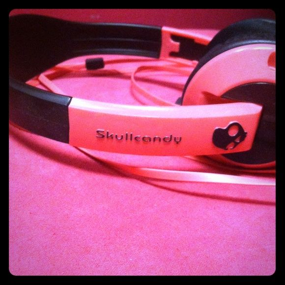 Skullcandy Headphones Pink and Black Skullcandy Headphones. Works perfectly. Skullcandy Other
