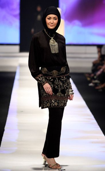 A model showcases designs on the runway by Ida Royani as part of APPMI Show 3 on day three of Jakarta Fashion Week 2009 at the Fashion Tent, Pacific Place on November 16, 2009 in Jakarta, Indonesia.