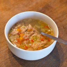 Kippensoep is erg bekend in de Nederlandse keuken, en niet onterecht. zo eet bijna elk gezin wel een keer kippensoep. Vind hier het recept voor kippensoep.