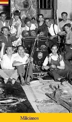 Milicianos después de asaltar la Iglesia del Carmen en la calle del mismo nombre. Madrid, Julio de 1936.